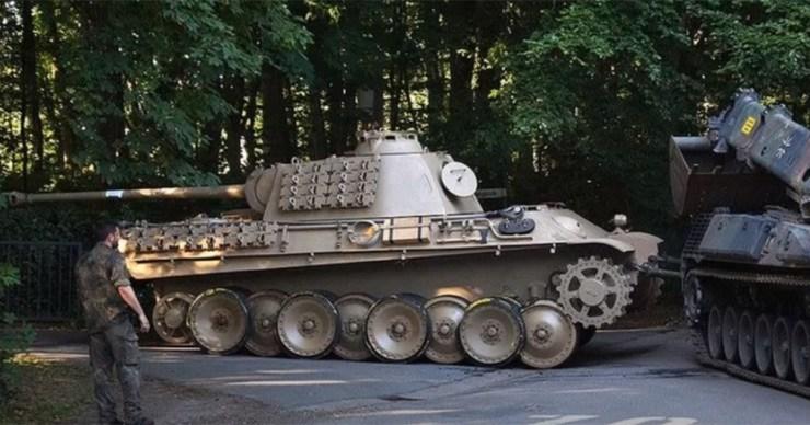 Elítélték a német nyugdíjast, aki Párduc tankot tartott a pincében