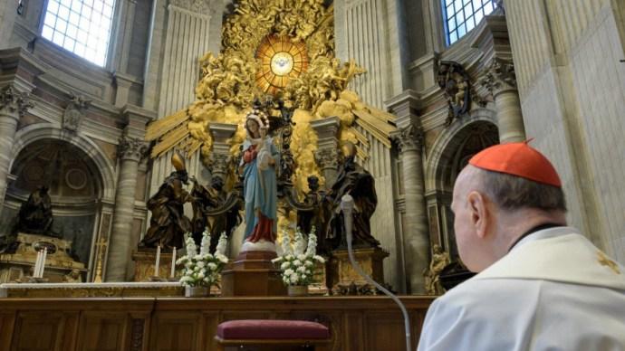 Újra élőben közvetítik a rózsafüzér imádságot a Szent Péter-bazilikából