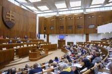 Az államfő észrevételeivel fogadták el újra az ügyészségi törvényt