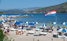 A törölközők és anyugágyak háborúja zajlik Horvátországban. Aki nem fizet, azt a vállalkozók elkergetik