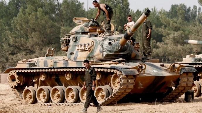 Belépett Idlíbbe az első török konvoj – baráti dzsihadisták kísérik