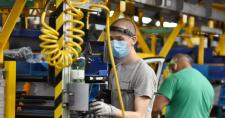 A nagyszombati autógyár mintegy 2200 alkalmazottja között mindössze 17 koronavírusost találtak