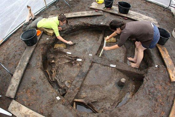 Ősi silóba dobálták az emberi tetemeket Galliában