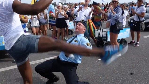 Egyre sokszínűbb a helyzet Svédországban: rendőröket futamítottak meg buzi bevándorlók