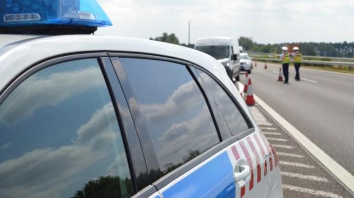 Elmenekült a jóhiszemű rendőrök elől a mercis – videó