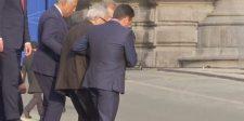 Megmagyarázta Juncker kínos tántorgását a balos sajtó
