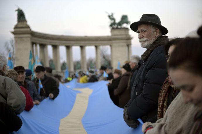 Székely Szabadság Napja – Elindultak a budapesti tömeggyűlés résztvevői a román nagykövetséghez