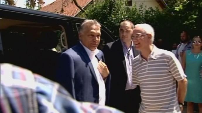 Testőrfal védte Orbánt a sajtótól