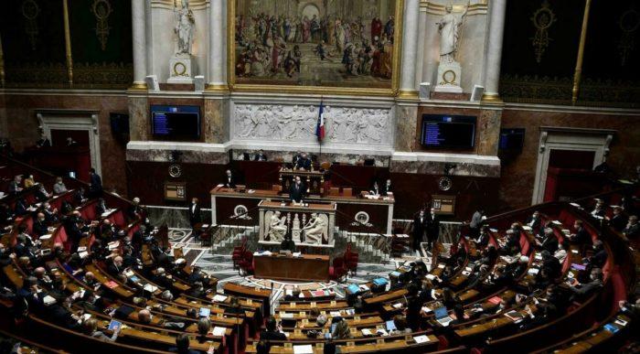 """""""Szeparatizmus elleni"""" törvényt fogadott el a francia nemzetgyűlés az iszlamizmus leküzdésére"""