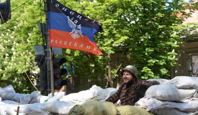 Donyeckben a katonák megadták magukat a felkelőknek