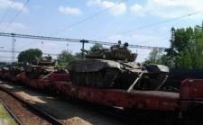 Vasúton robognak a harckocsi szállítmányok szerte az országban!