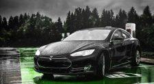 Hurrikán Floridában: A Tesla csavart egyet egy gombon, hogy messzebb menekülhessenek