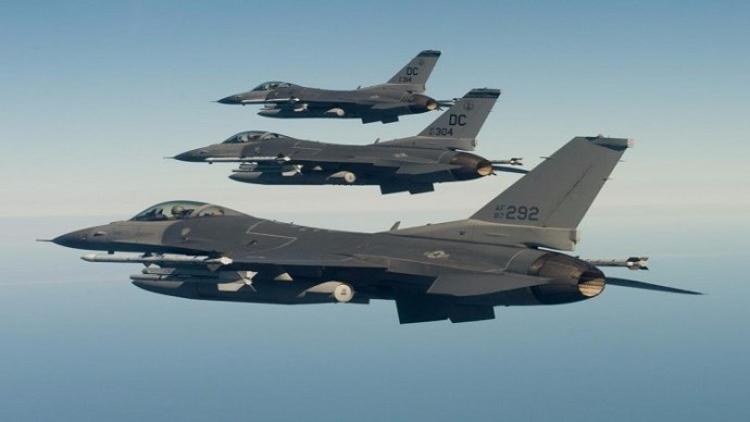 Az Iszlám Állam helyett a szír kormányerőkat támadja a nemzetközi koalíció vadászgépei