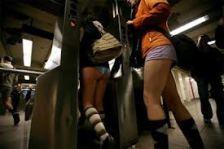 Ezrek utaztak nadrág nélkül a metrón Sydneytől New Yorkig