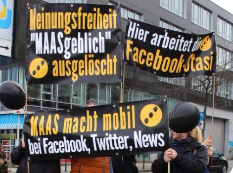 Tüntetés Németországban a Facebook cenzúra ellen