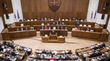Bugárék támogatják, de a szlovák parlament határozatban utasította el az ENSZ globális migrációs csomagját