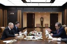 Oliver Stone többször is hosszan beszélgethetett Putyinnal – de minek?