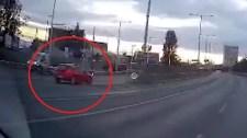 Ez a bravúr: az M3-as bevezetőjén szemben a forgalommmal– videó