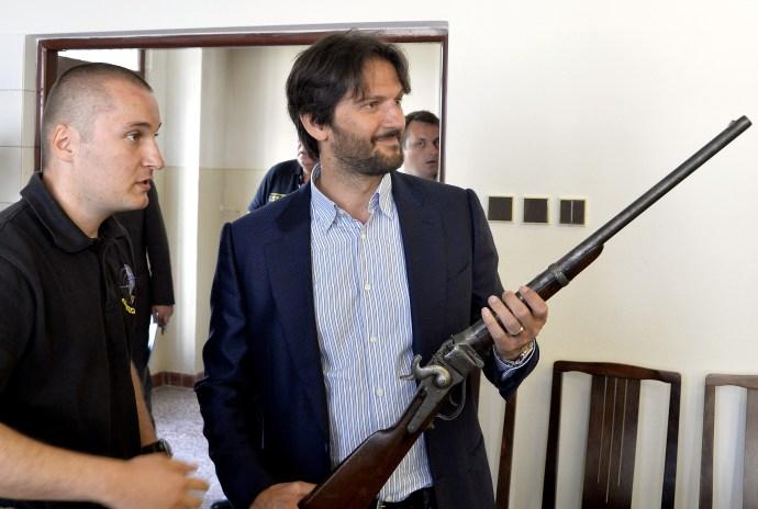 Mégsem olyan olcsók a rendőrök új pisztolyai?