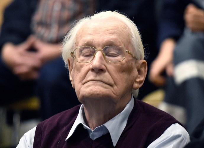 """Börtönbe vonulás előtt meghalt az """"auschwitzi könyvelő"""""""