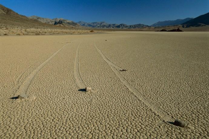 Először figyelték meg élőben a Halál-völgy köveinek vándorlását