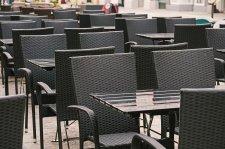 Tovább lazulnak a korlátozások, hétfőtől már lehet étterembe menni és teszt nélkül vásárolni