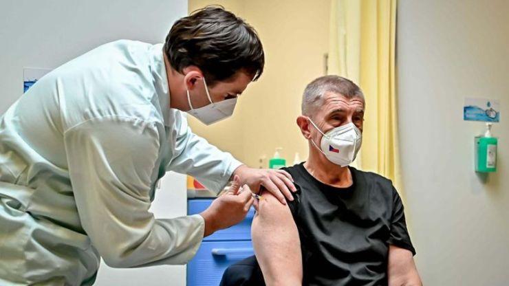 Babiš megkapta a harmadik koronavírus elleni vakcinát