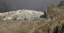 Katasztrófa fenyeget a Mont Blanc alatt. Hatalmas jégtömb lendült mozgásba