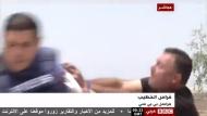 A Közel-Kelet egyedüli demokratái és a sajtószabadság: élő adásban támadt rá a BBC-tudósítóra a jámbor telepes