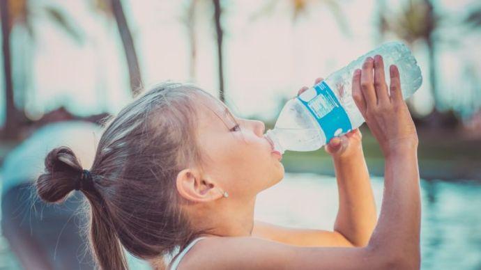 Ha nem iszol eleget, nagy baj lehet. Ezt okozza a helytelen folyadékbevitel