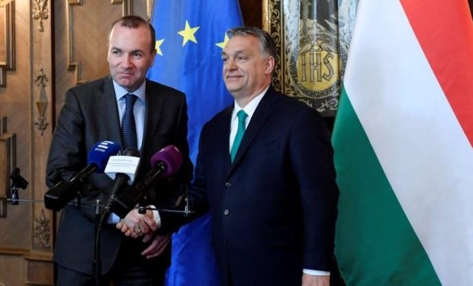 Weber: jó jel, hogy a kormány leszedi a brüsszelezős plakátokat