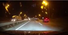 VIDEÓ: 200-zal hajtott bele az autós a kamionba