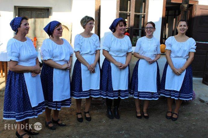 Hangszerállománnyal bővül az ipolyviski Csórésok éneklőcsoport