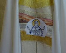 Az RMDSZ magyarázatot vár arra, hogy miért kellett a pápa miseruháján letakarni a magyar feliratot
