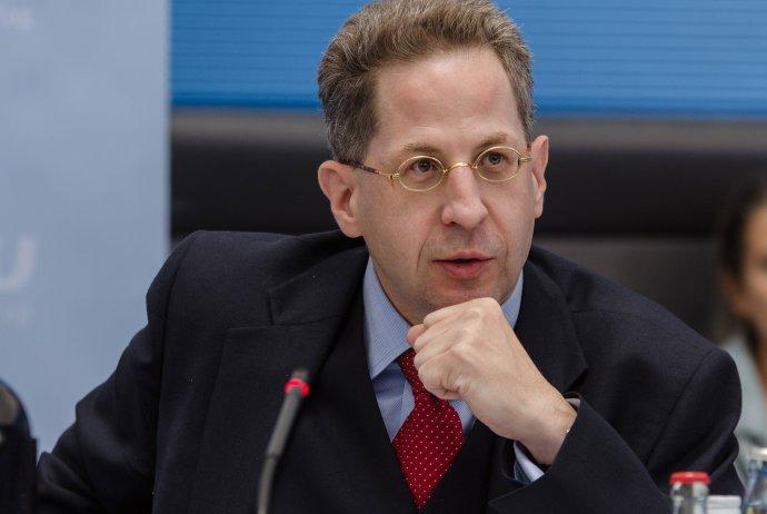 A német titkosszolgálat vezetője belebukott Chemnitzbe