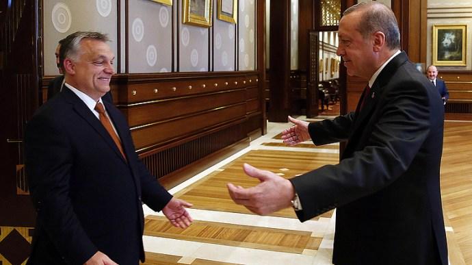 Orbánék meg akarták vétózni, hogy az EU figyelmeztesse Erdogant a szíriai beavatkozás miatt