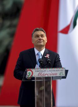Orbán Viktor kiállította saját kormánya bizonyítványát