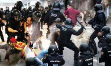 Lángoló barikádok és feszültség Barcelonában (videók)