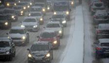 Óriási dugók a havazás miatt, a polgármester is kint van a terepen