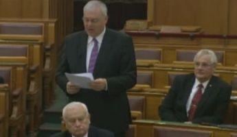 Aradszki: Emögött is a baloldali ellenzék képviselői állnak