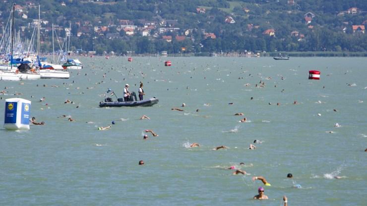 Elhalasztották a szombati 39. Lidl Balaton-átúszást – itt az új céldátum