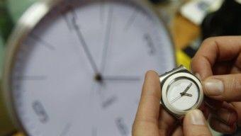 Az óraátállítás felülvizsgálatát kezdeményezte az EP