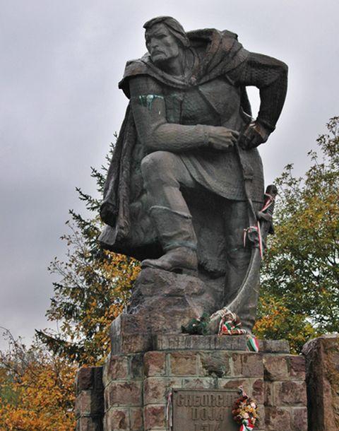 """""""Dózsa György a miénk!"""" – ragaszkodnak a parasztvezér magyar nevéhez Kovásznában"""