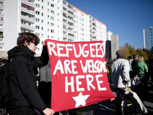 """Az új """"német"""" politika: a legszegényebbeket teszik utcára, hogy jövevényeket költöztessenek a helyükre – új lakásokba"""