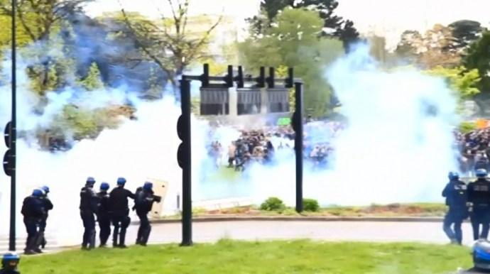 Kormányellenes tüntetéssorozat: összecsaptak a rendőrök a demonstrálókkal
