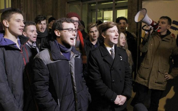 Vajon meghallja-e Orbán Viktor Brüsszelben a tüntető diákok hangját?