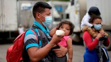 A katolikus egyház segíti a Hondurasból menekülő, Guatemalában erőszakot elszenvedő tömegeket