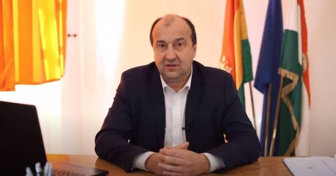 A komáromi polgármester videóban beszélt arról, mennyire súlyos a helyzet a városban