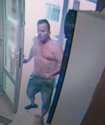Egy férfinak annyira melege volt a főváros XII. kerületében, hogy a rendőrség keresi miatta (fotók)