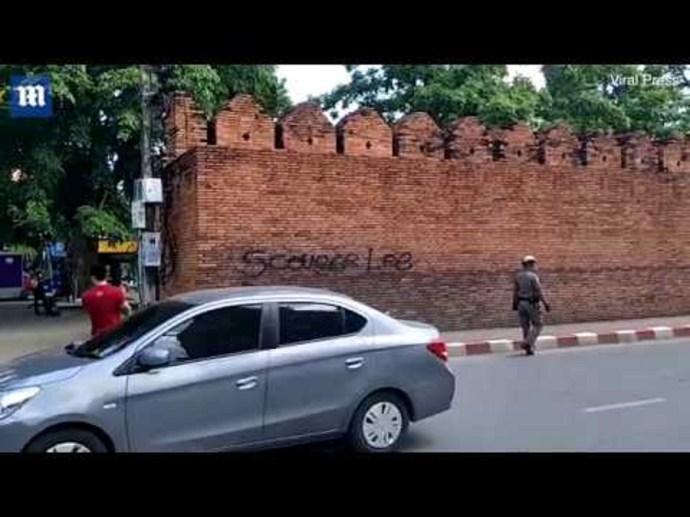 Tíz év börtön fenyeget két turistát Thaiföldön egy falfirka miatt (videó)